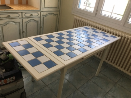 TABLE CARRELEE